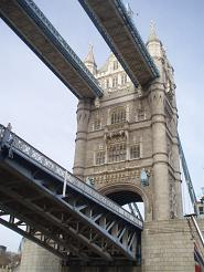 boat_towerbridge.jpg